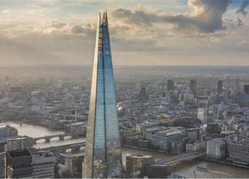 Woman climbs The Shard to save injured pigeon (May 29th 2018)