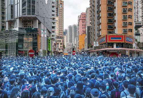 Two million Hong Kong protesters spray themselves blue to thwart police