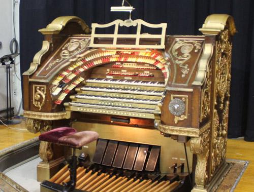 Man leaves £6 million Wurlitzer organ on a train
